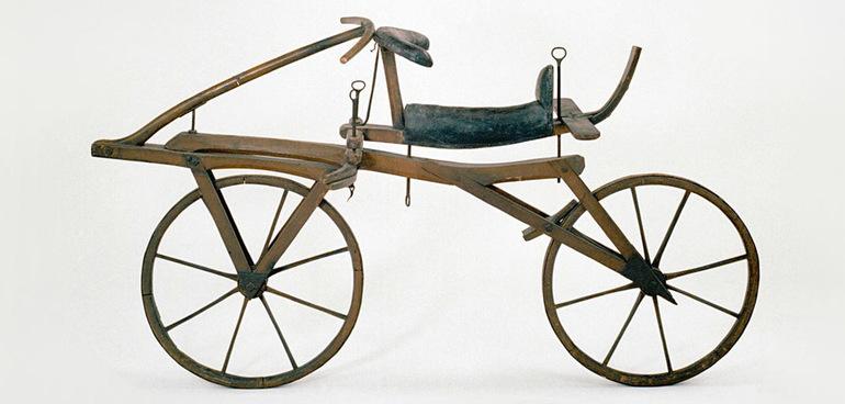 Карл Фон Дрез самокат на двух колесах